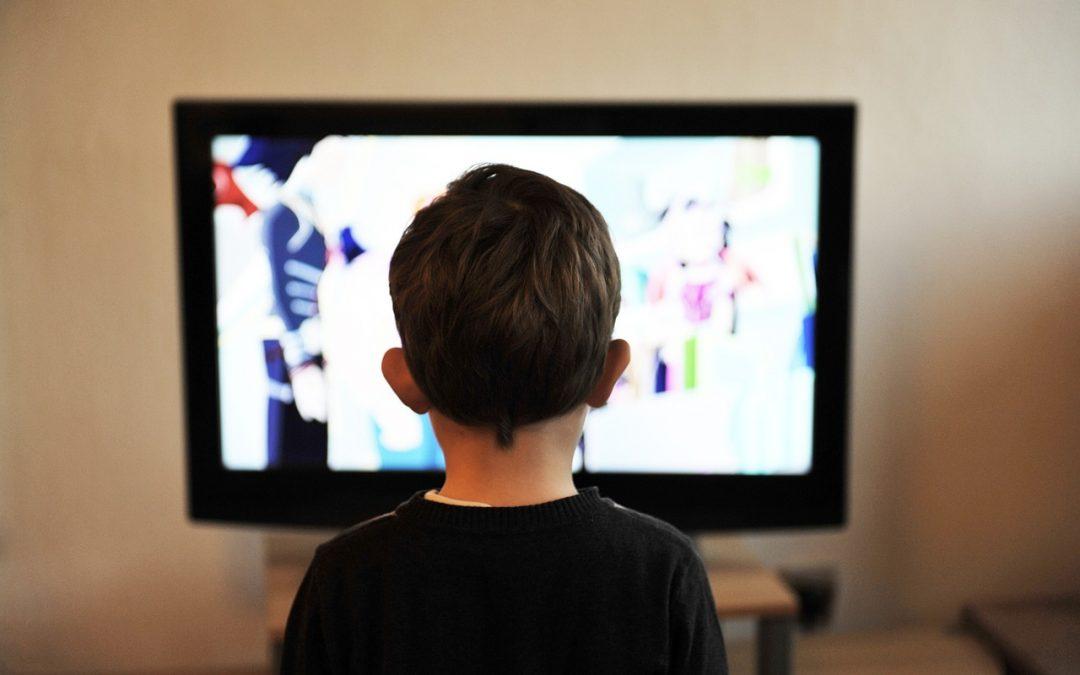 Kinder tummeln sich auf Youtube und Whatsapp